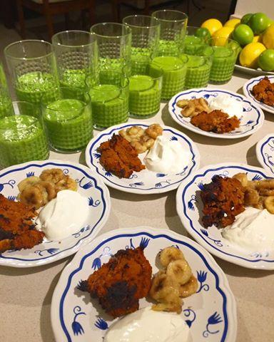 breakfast-ibiza-green-smoothie-and-sweet-potato-cakes